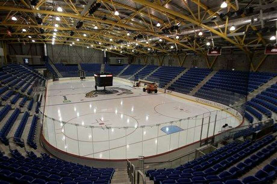 The Quinnipiac hockey team will face Canisius in the opening round of the NCAA tournament Saturday. (AP Photo/Bob Child) Photo: ASSOCIATED PRESS / AP2007