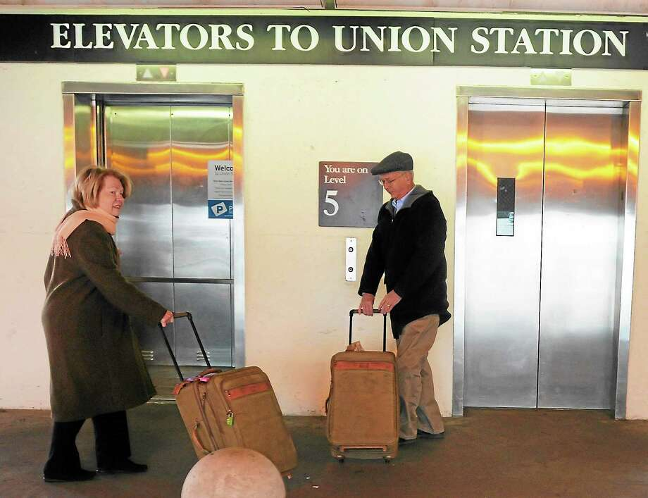 Justin Carey and his wife, Lynne, of West Hartford arrive at Union Station in New Haven Tuesday morning as they travel to New York City for Thanksgiving. Photo: Peter Hvizdak — New Haven Register       / ©Peter Hvizdak /  New Haven Register