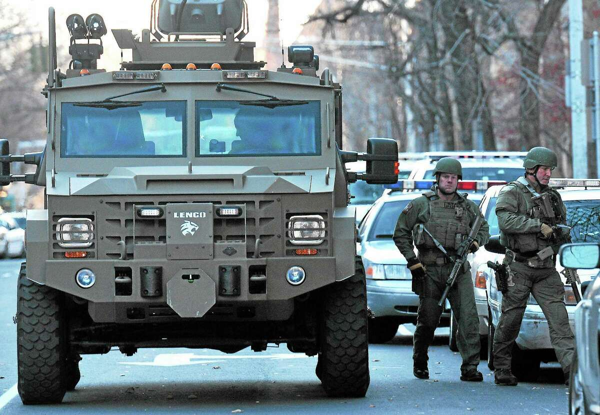 (Peter Casolino — New Haven Register) SWAT teams prepare to search more of Old Campus during the Yale lockdown Monday afternoon. pcasolino@NewHavenRegister