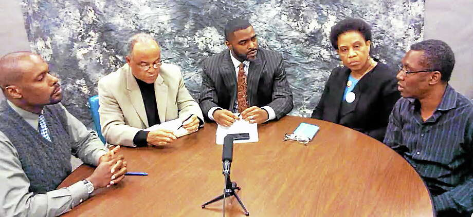 vmWilliams - New Haven RegisterRoundtable on violence - Reginold Simmons, Associate Professor of Criminology at Central Connecticut State UniversityThe Rev. Jerry Streets, pastor of Dixwell Congregational Church and clinical social workerNew Haven Register community engagement editor Shahid Abdul-Karim Enola Arid, Founder and President of Community Healing NetworkDerrick M. Gordon, Assistant Professor of Psycharity, Yale School of Medicine. Photo: Journal Register Co.