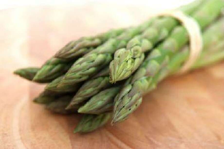 Asparagus can be cooked, cooled and refrigerated up to one day in advance. It's best to toss it with the dressing just before serving. Photo: Getty Images/iStockphoto / iStockphoto