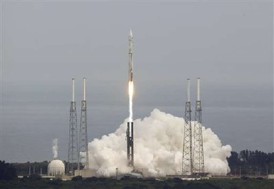 """NASA's Maven, short for Mars Atmosphere and Volatile Evolution, with a capital """"N'' in EvolutioN, atop a United Launch Alliance Atlas 5 rocket, lifts off from Cape Canaveral Air Force Station, Monday, Nov. 18, 2013, in Cape Canaveral, Fla. The spacecraft will orbit Mars and study the planet's upper atmosphere. (AP Photo/John Raoux) Photo: AP / AP"""