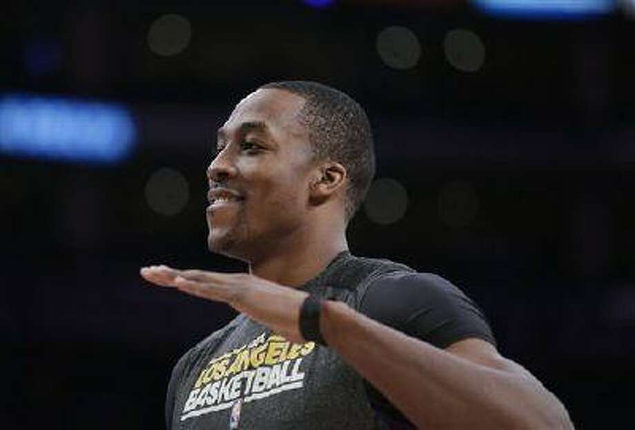 Los Angeles Lakers' Dwight Howard looks on during practice for a game against the Houston Rockets in Los Angeles, April 17, 2013. Photo: AP / AP