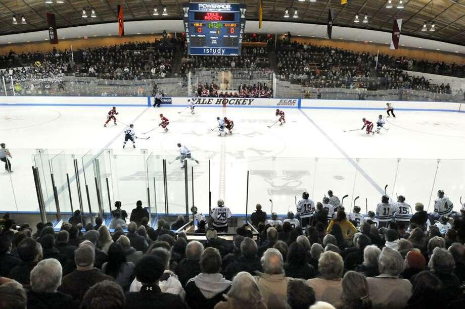 Yale hockey action at Ingalls Rink. (Mara Lavitt/Register)