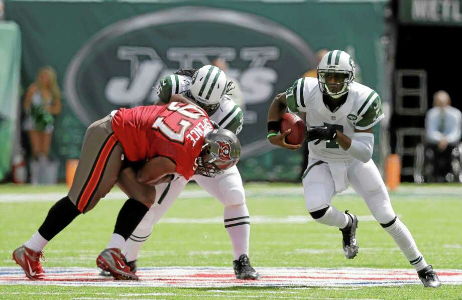 Jets quarterback Geno Smith runs with the ball in the first half against the Buccaneers on Sunday. Photo: Mel Evans — The Associated Press   / AP