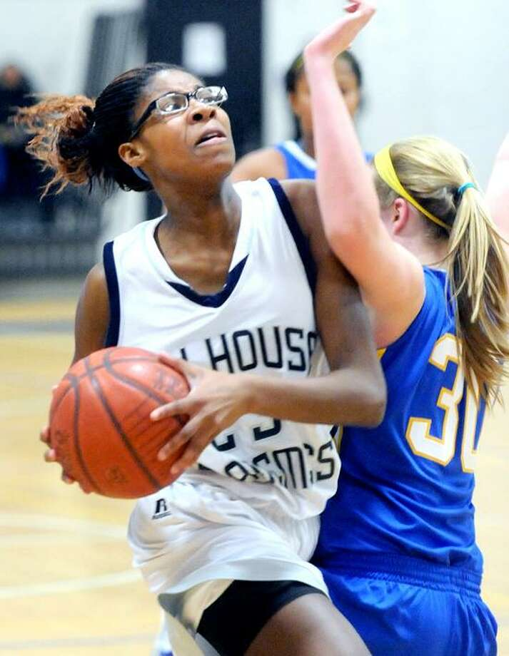 Bria Holmes one of the stars Hillhouse girls basketball circa 2011-2012.Photo by Arnold Gold/New Haven Register       AG0400B