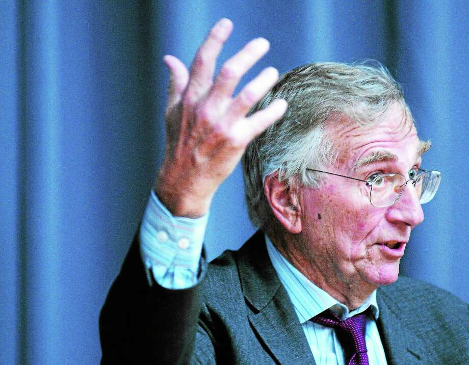 Pulitzer Prize-winning journalist Seymour Hersh talks at Yale University's Luce Hall in New Haven Tuesday. Photo: Arnold Gold — New Haven Register