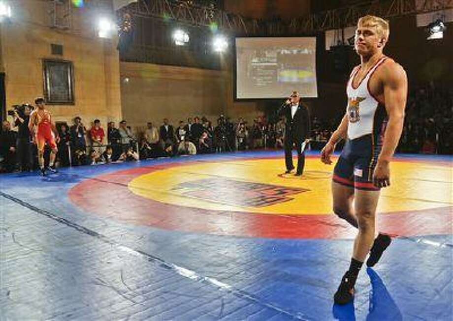 United States freestyle wrestler Kyle Dake, right, and his opponent from Iran, Hassan Tahmasebi, back left, wait during their introduction at an international wrestling competition at Grand Central Terminal, May 15, 2013, in New York. Photo: AP / AP