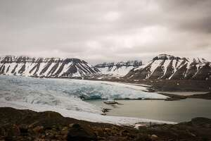 The Nordenski�ld Glacier sweeps up from Billefjorden in the southwest of Svalbard.