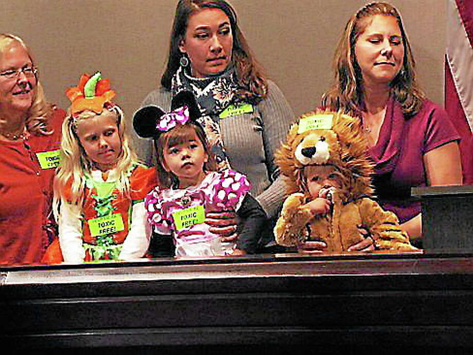 Trick-or-treaters and their moms. Hugh McQuaid/CT NewsJunkie Photo: Journal Register Co.