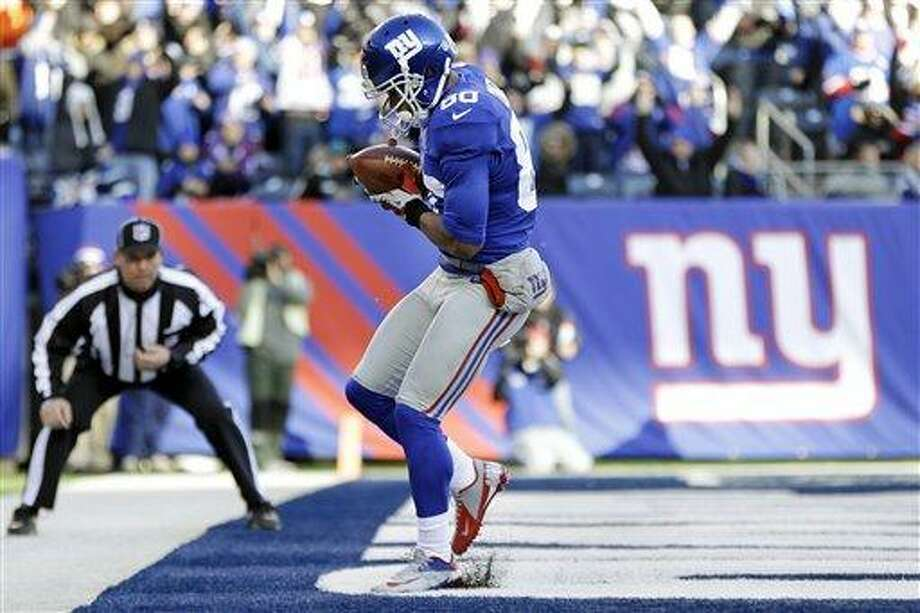 New York Giants wide receiver Victor Cruz (80) catches a pass for a touchdown during the first half of an NFL football game against the Philadelphia Eagles, Sunday, Dec. 30, 2012, in East Rutherford, N.J. (AP Photo/Kathy Willens) Photo: AP / AP