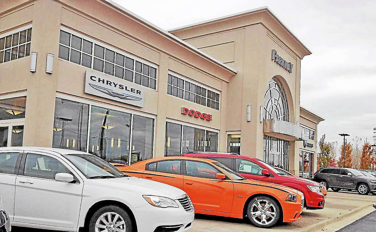 AUTO GAINS 1-110113POSAVETZ.jpegParkway Chrysler for A P story. JEFF PAYNEMacomb Daily / DAVID N. POSAVETZ