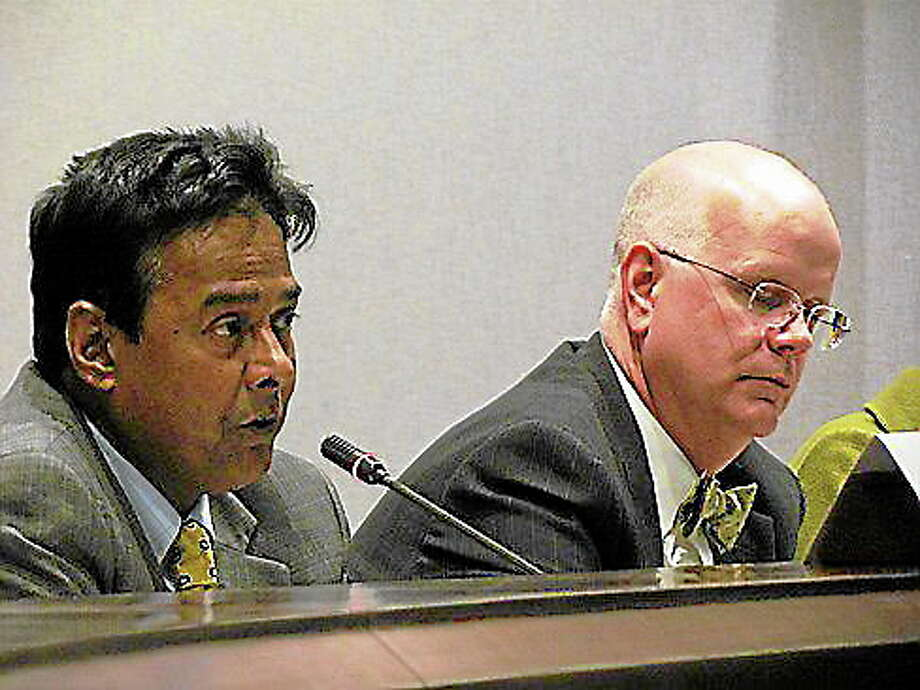 Tamim Ahmed, executive director of the All-Payer Claims Database, and State Comptroller Kevin Lembo. Christine Stuart/CT NewsJunkie Photo: Journal Register Co.