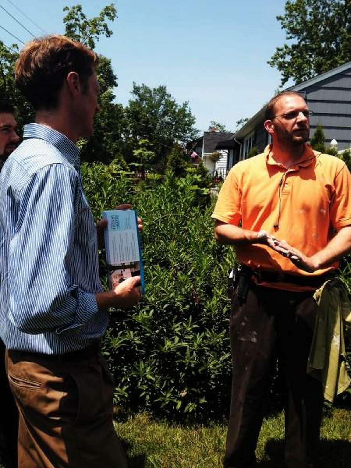 Elicker Justin Elicker talks to East Shore resident Ben Yousey-Hindes. New Haven Register.