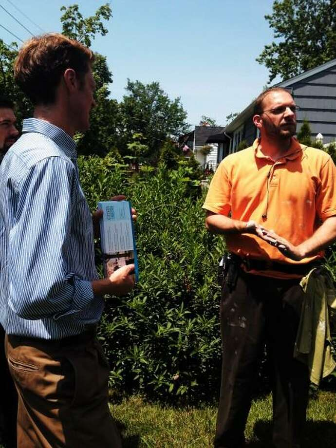 Elicker Justin Elicker talks to East Shore resident Ben Yousey-Hindes. New Haven Register.