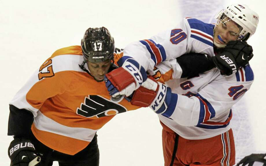 The Flyers' Wayne Simmonds and the Rangers' Brandon Mashinter fight in the second period Thursday. Photo: Laurence Kesterson — The Associated Press   / FR170723 AP