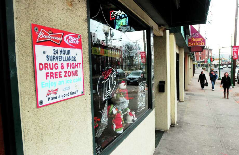 A DRUG & FIGHT FREE ZONE  sign hangs outside of the LagerHouse Bar and Grille on Campbell Ave. in West Haven near where Jaymar Spain was found shot early Sunday . Photo: (Arnold Gold - New Haven Register)