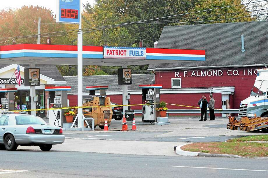 State Police investigate the fatal shooting of a robbery suspect by a trooper at Patriot Fuels gas station, 719 Boston Post Road, in Milford Wednesday. Photo: Peter Hvizdak — New Haven Register        / ©Peter Hvizdak /  New Haven Register