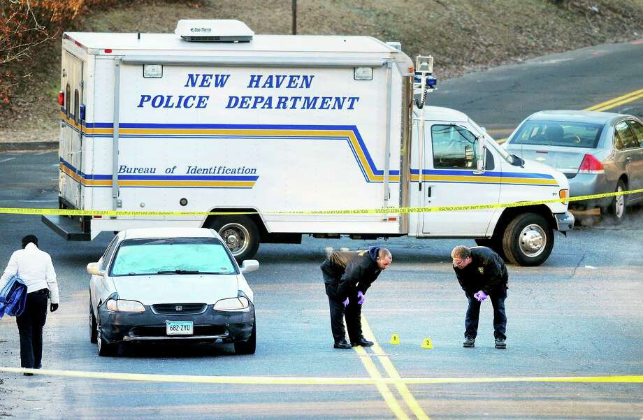 New Haven Police investigate the scene of a fatal shooting on Hemingway Street near the corner of Russell Street in New Haven early Saturday morning. Photo: Arnold Gold — New Haven Register