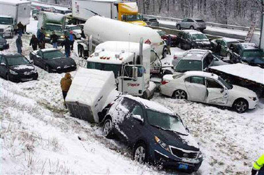 Vehicles are piled up on the Pennsylvania Turnpike, a mile outside Reading, Pa., on Thursday, Dec. 26, 2013. Photo: AP / AP