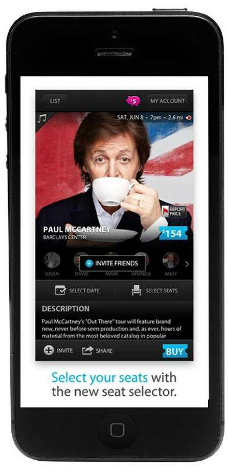 The Applauze app provides users with a fairly complete list of events around them, tailored to their interests.