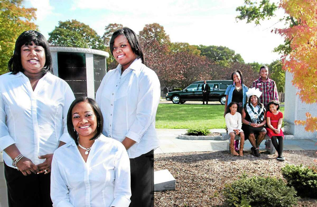 Front, from left, Aleisha Lytle, Nakia Dawson and Crystal Beard-Morton of the Bereavement Care Network, with the family of homicide victim Marquise Eaddy.