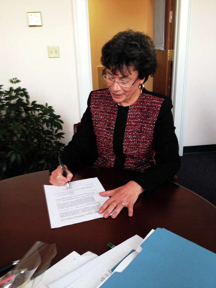 Woodbridge First Selectman Ellen Scalettar signs town's contract with Billy Casper Golf for operation of Country Club of Woodbridge operations   Contributed photo Photo: Journal Register Co.