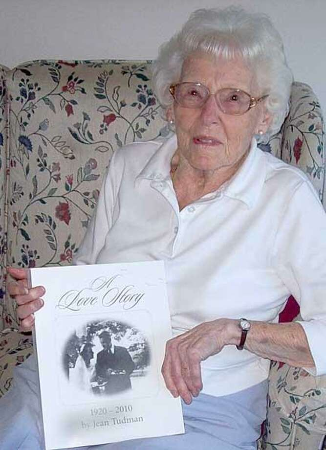 Jean Tudman and her book (Dispatch Photo by John Haeger)