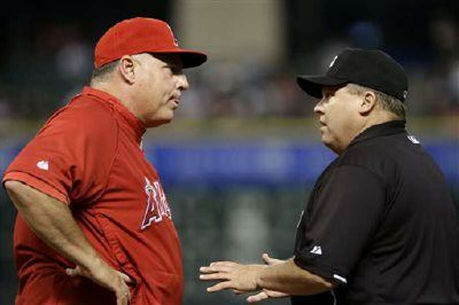 Los Angeles Angels manager Mike Scioscia, left, argues a close play at first base with umpire Fieldin Culbreth in the second inning of a baseball game against the Houston Astros, Thursday, May 9, 2013, in Houston. Photo: AP / AP