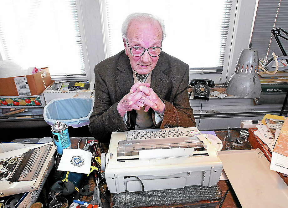 (Arnold Gold/Register) In this 2007 file photo, Manson Whitlock sits behind his desk with a repaired electric typewriter in front of him at his office on York Street in New Haven. Photo: Journal Register Co.