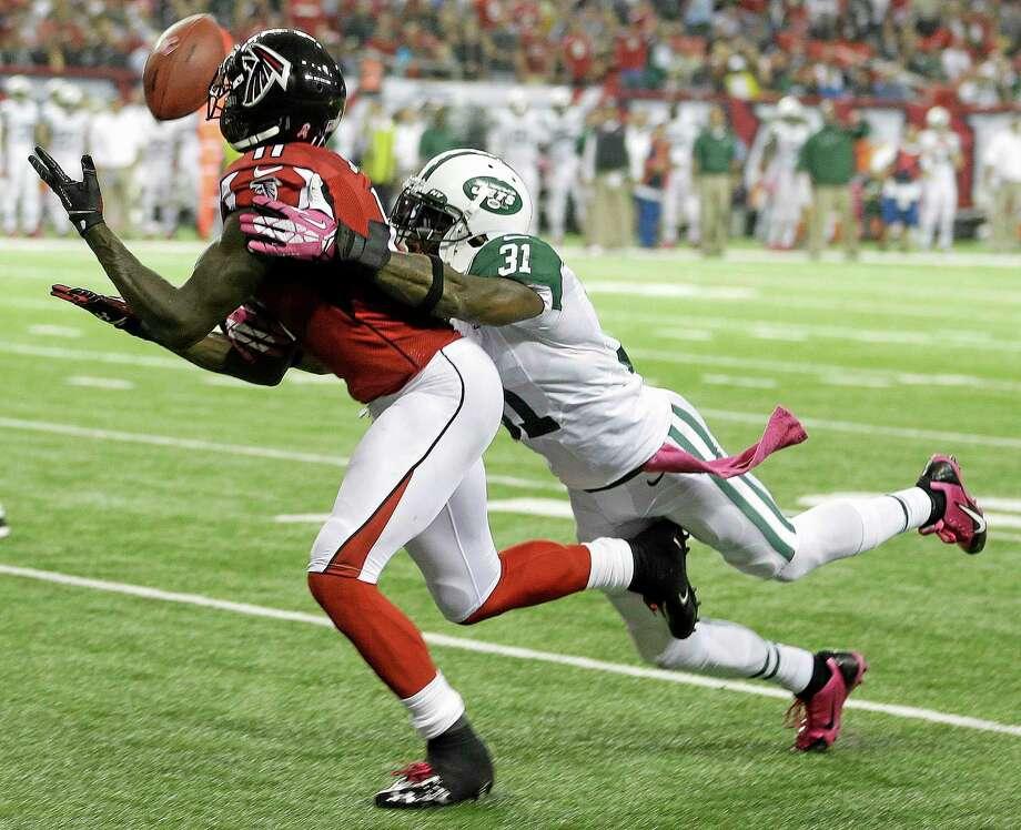Falcons wide receiver Julio Jones (11) misses a catch as New York Jets cornerback Antonio Cromartie (31) defends on Monday in Atlanta. Photo: John Bazemore — The Associated Press   / AP