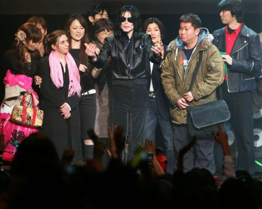 """In this March 9, 2007 file photo, U.S. pop singer Michael Jackson greets his fans during a """"Fan Appreciation Day"""" in Tokyo. Photo: AP / AP"""