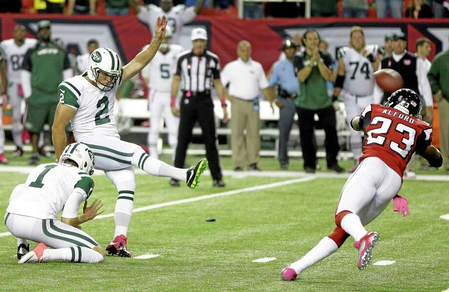 Jets kicker Nick Folk (2) kicks the winning field goal against the Falcons on Monday. Photo: John Bazemore — The Associated Press   / AP