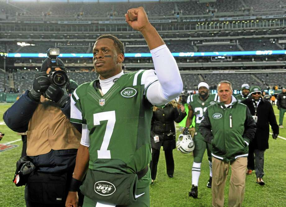 New York Jets quarterback Geno Smith gestures while walking off the field at the end of an NFL football game against the Oakland Raiders, Sunday, Dec. 8, 2013, in East Rutherford, N.J. The Jets won 37-27. Photo: The Associated Press   / FR51951 AP
