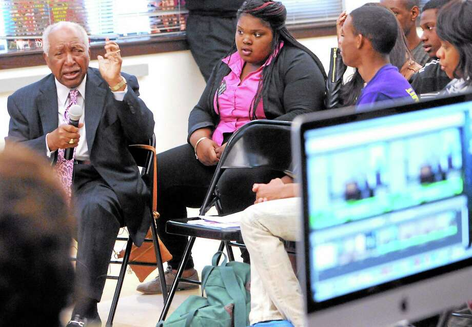 (Peter Hvizdak — Register)Marcus McCraven of Hamden, who worked on the first hydrogen bomb, speaks with students  Friday at The Connecticut Center for Art and Technology in New Haven as part of a HistoryMakers program. Photo: New Haven Register / ©Peter Hvizdak /  New Haven Register