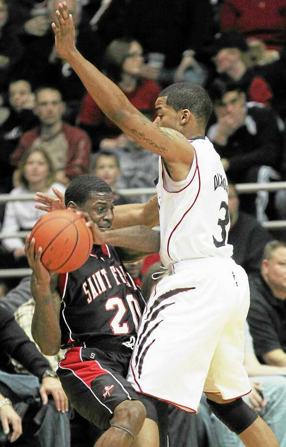 Cincinnati's Dion Dixon tries to keep St. Francis guard Umar Shannon from passing in the first half of a 2010 game in Cincinnati. Shannon transferred to Quinnipiac and will suit up for the Bobcats in his final season of eligibility. Photo: Tom Uhlman — The Associated Press   / AP2010