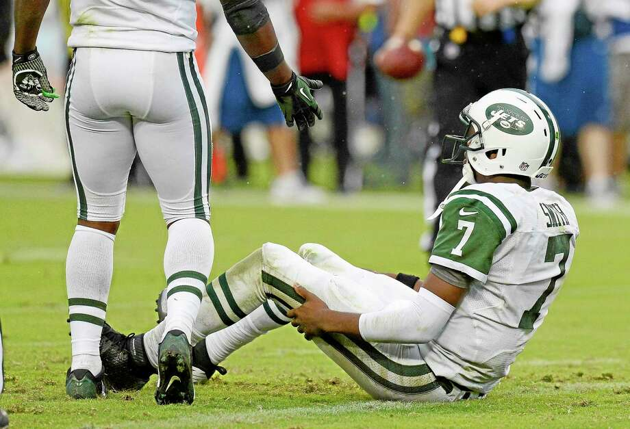 Jets quarterback Geno Smith is offered a hand by running back Bilal Powell after getting tackled in the end zone Sunday in Nashville, Tenn. Photo: Mark Zaleski — The Associated Press   / FR170793 AP