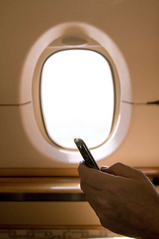New recommendations to the U.S. Federal Aviation Administration would allow devices for reading, playing games or watching videos to be operated on an airplane at any altitude.