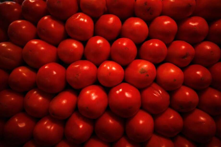 Tomatoes are displayed at a market. (Reuters/Tomas Bravo) Photo: REUTERS / X01760
