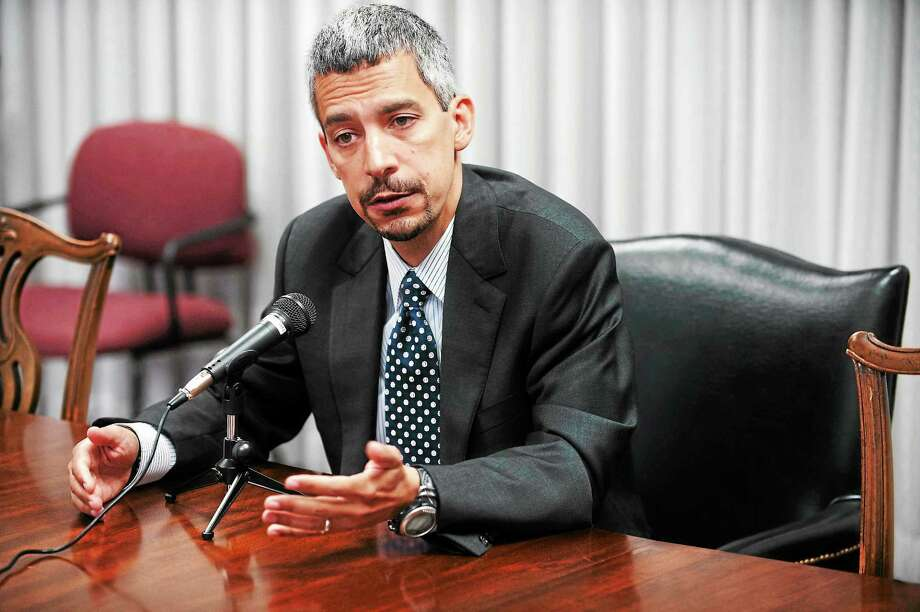 vm Williams — RegisterNew Haven mayoral candidate Henry Fernandez talks to the New Haven Register editorial board Tuesday, August 13, 2013. Photo: Journal Register Co.