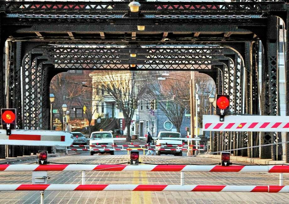 (Melanie Stengel — New Haven Register)    Work is being done on the Grand Avenue  Bridge 12/02. Photo: Journal Register Co.