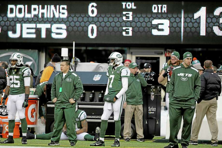 Jets quarterback Geno Smith (7) looks on from the sideline after being pulled during the second half of Sunday's game against the Dolphins. Photo: Seth Wenig — The Associated Press   / AP