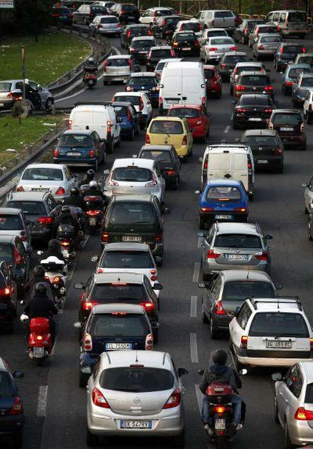 Traffic congestion in Rome. Economic woes and worsening traffic are prompting Italians to re-evaluate their love affair with the automobile. Photo: BLOOMBERG NEWS / BLOOMBERG NEWS
