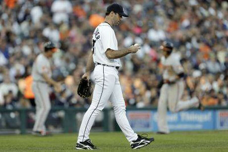 Detroit Tigers pitcher Justin Verlander looks at a ball after giving up a Baltimore Orioles' Adam Jones three-run home run in the fifth inning of a baseball game in Detroit, Tuesday, June 18, 2013. Photo: ASSOCIATED PRESS / AP2013