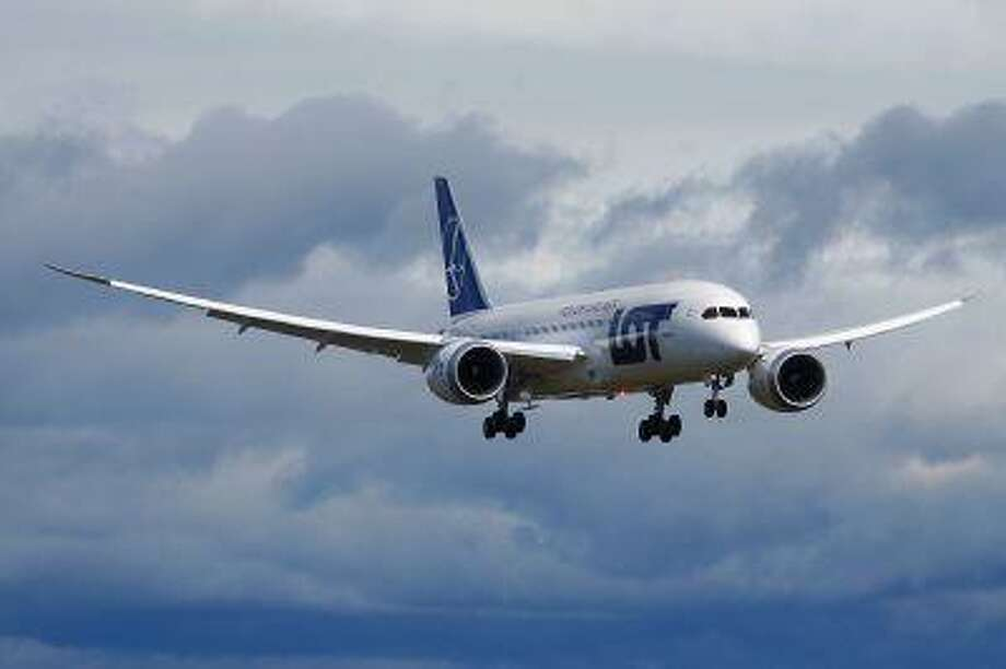 A Boeing-owned 787 production plane built for LOT Polish Airlines lands after a demonstration flight meant to be the final certification test for the 787's new battery system at Paine Field in Everett, Wash., April 5. Photo: AP / The Daily Herald
