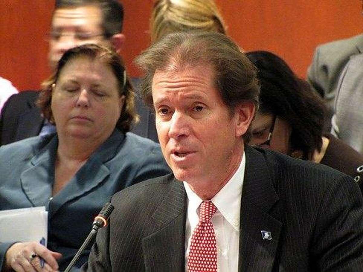 Sen. Scott Frantz, R-Greenwich, testifies on his legislation. Hugh McQuaid/CTNewsJunkie