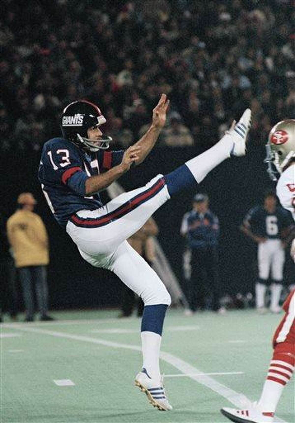 FILE - In this 1984 photo, New York Giants' Dave Jennings punts against the San Francisco 49ers during an NFL football game. Former New York Giants punter and radio analyst Dave Jennings has died. He was 61. The Giants announced that Jennings died at his home in Upper Saddle River, N.J., on Wednesday morning, June 19, 2013. (AP Photo/File)