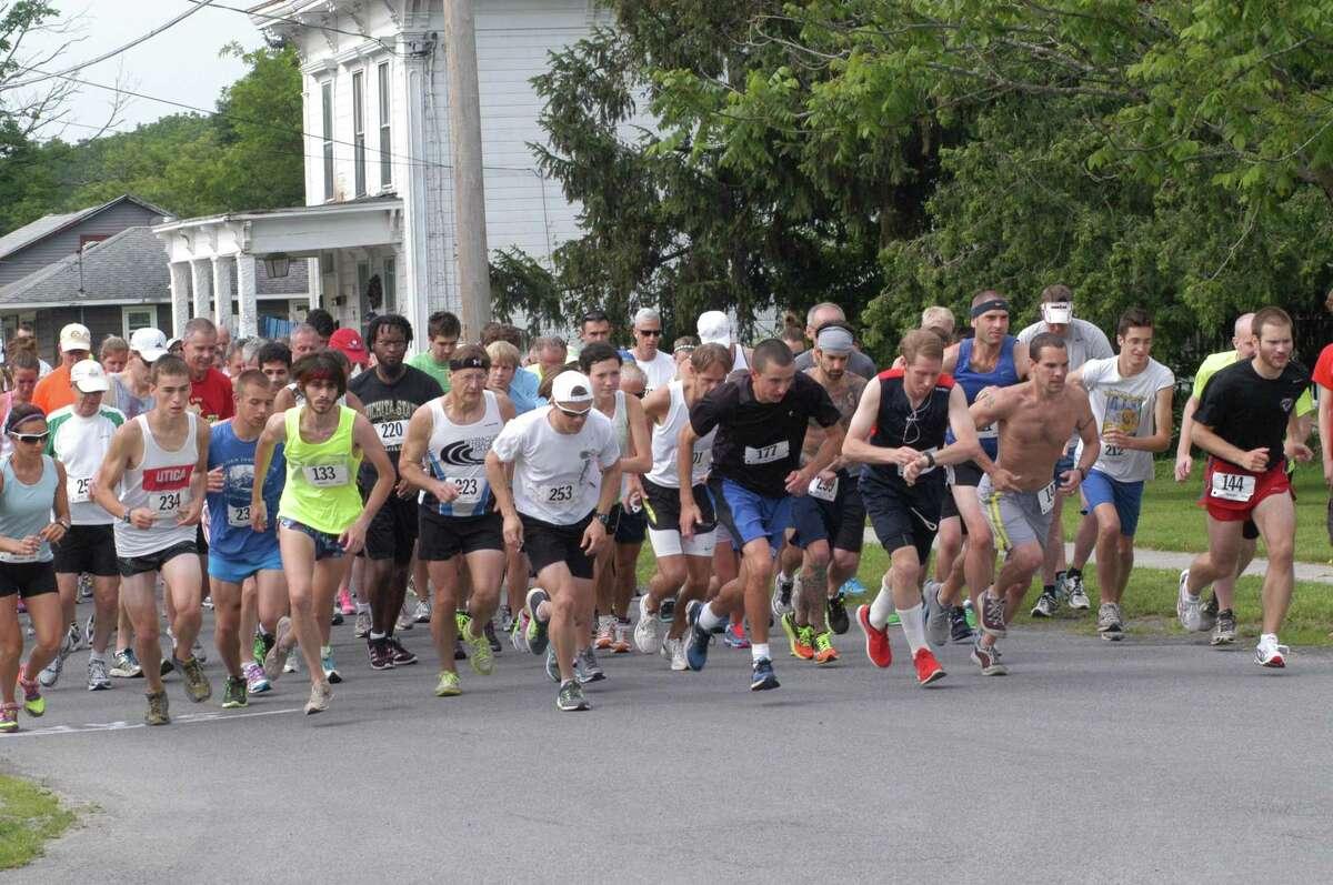 JESSI PIERCE - ONEIDA DISPATCH The Chittenango Lions Club held its 10th annual Yello Brick Road Run on Saturday, June 22, 2013.