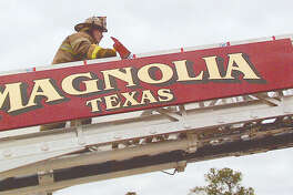 Crews with the Magnolia Volunteer Fire Department and the Montgomery Fire Department have contained a 100-acre wildfire of FM 1486 in Montgomery County.