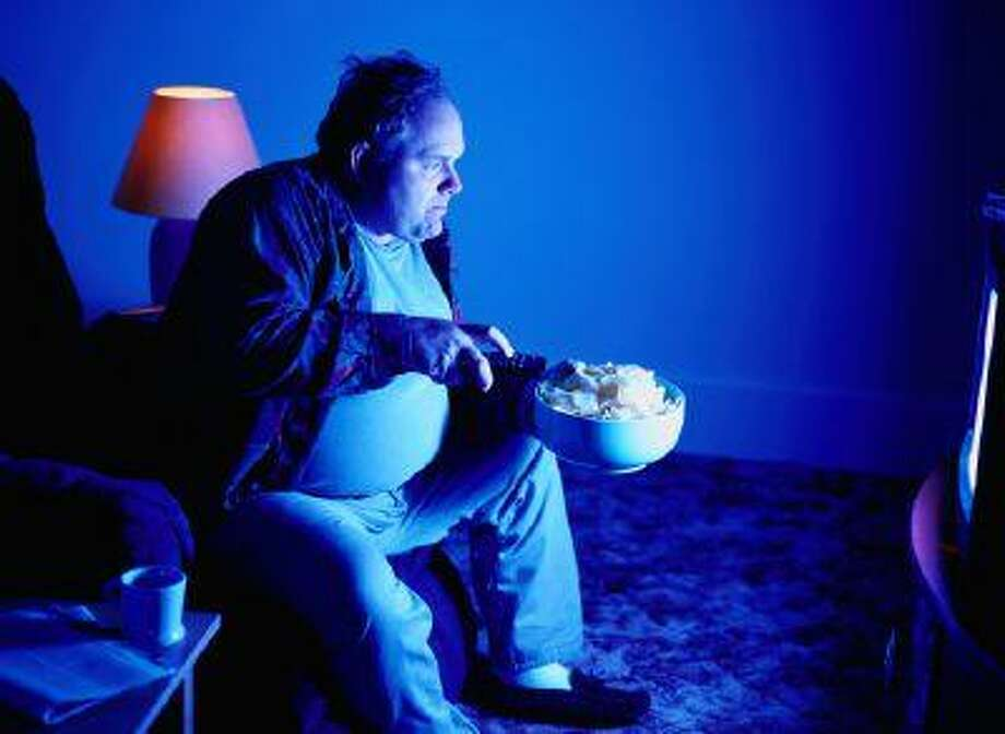 Mindless eating -- such as having a meal while watching TV, using the computer or reading -- can lead to digestion problems and obesity. Photo: Getty Images / (c) Ryan McVay